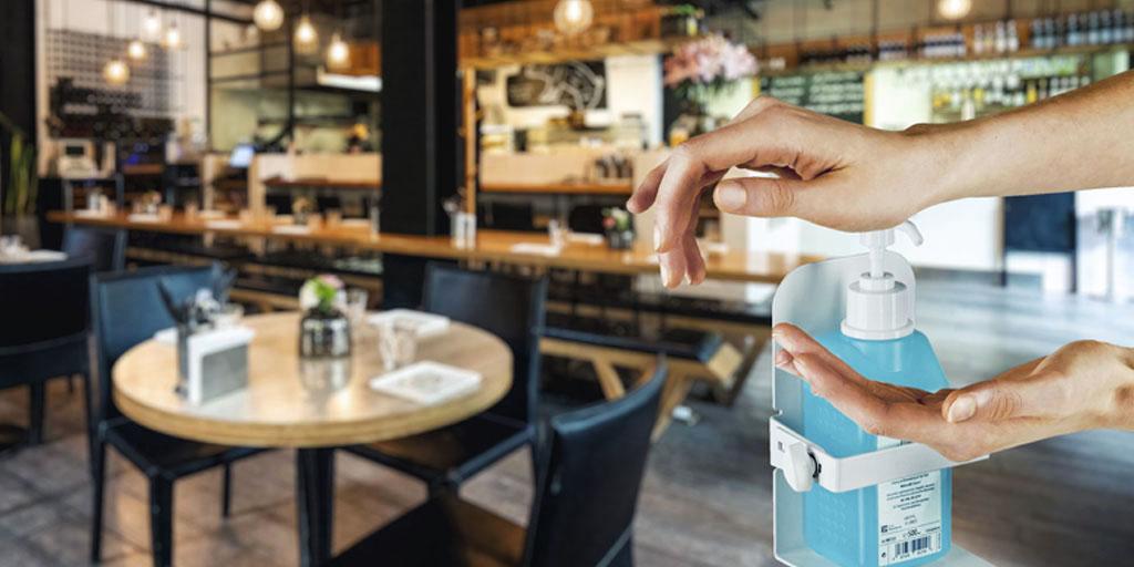 desinfektionsmittelspender-im-restaurant